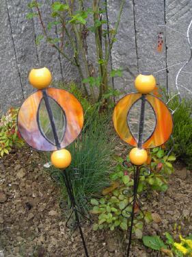 glasgartenstecker mit orangen kugeln. Black Bedroom Furniture Sets. Home Design Ideas